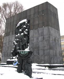Denkmal zur Erinnerung an den jüdischen Aufstand im Warschauer Ghetto (Foto: © Welf Schröter)